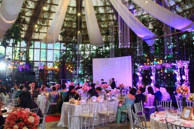 indoor-wedding-the-glass-garden-640x426